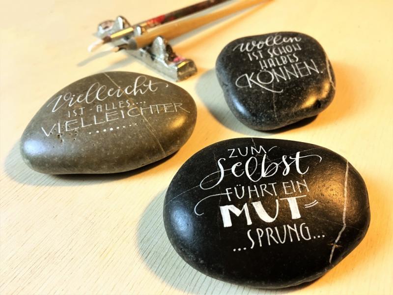 """Kalligrafie-Basics & """"Feder auf Stein"""""""