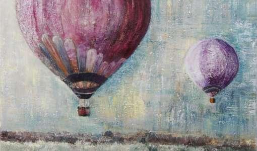 Nah und fern: Heißluftballone am Himmel